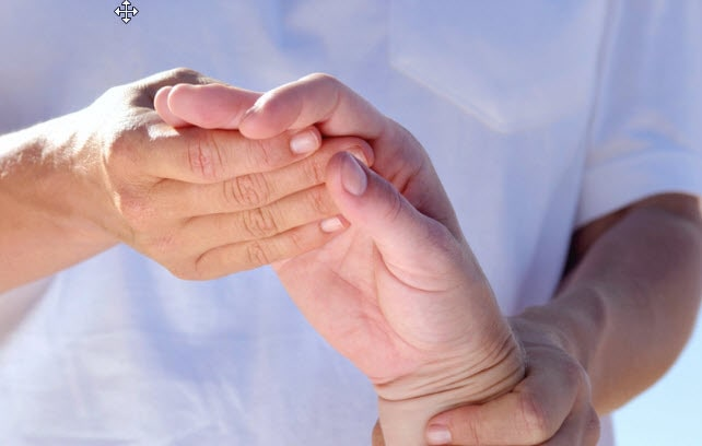 2 people holding each other hand.